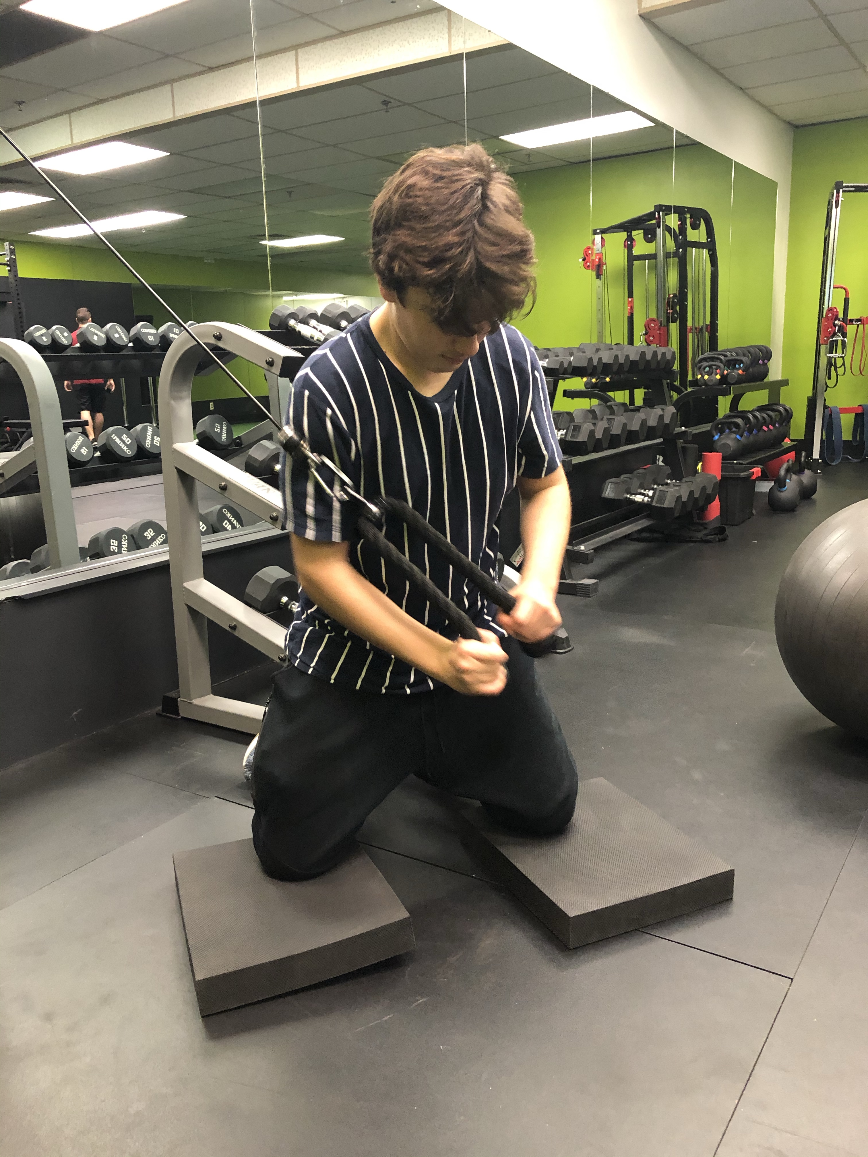 Tall Kneeling Cable Chop